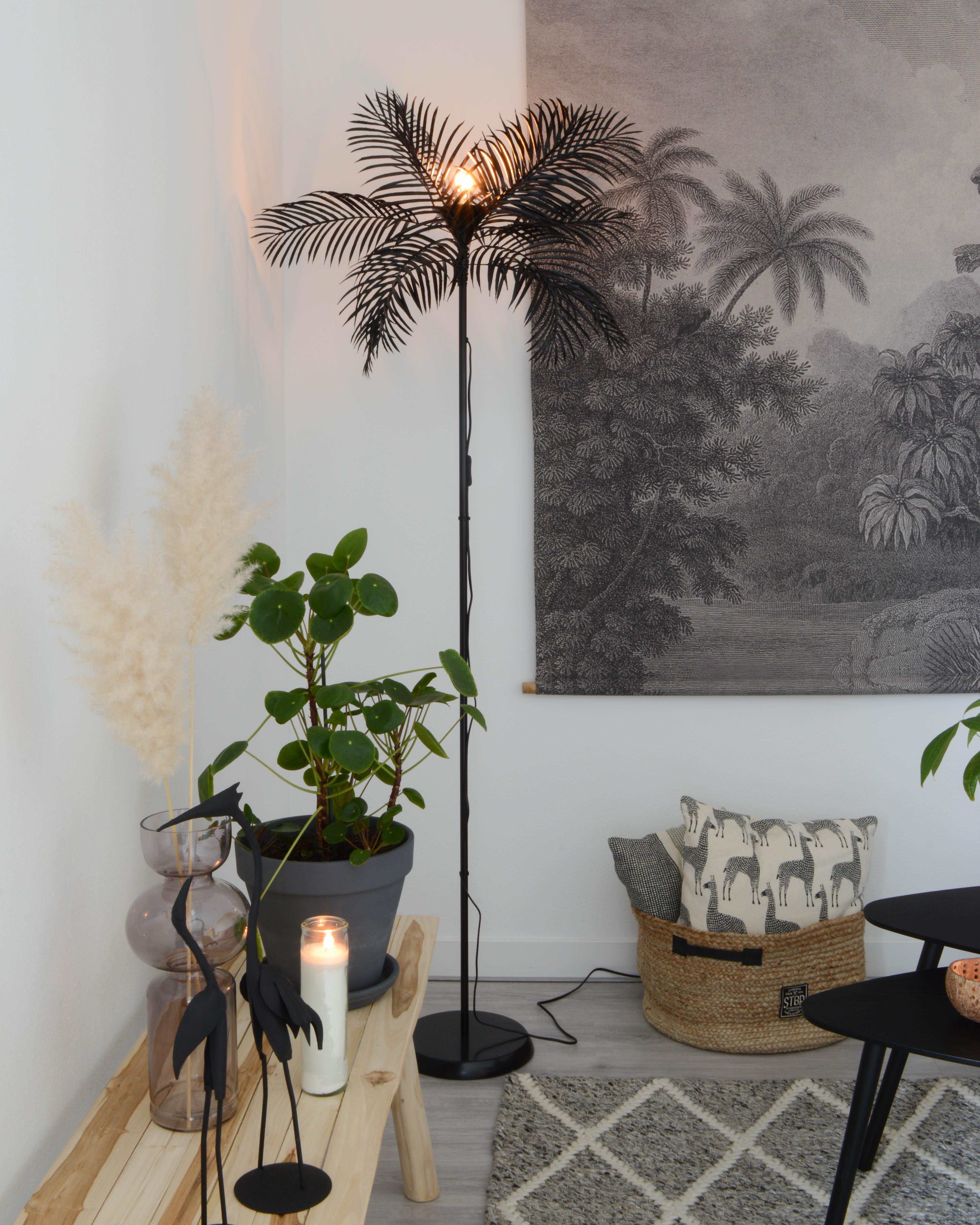 Lamp_zwart_bladeren